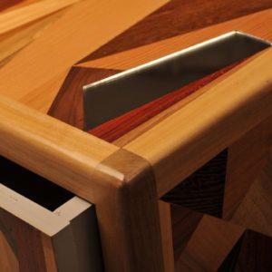 cassettiera con intarsi legno massello e specchio