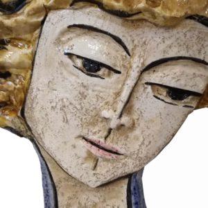 dettaglio viso di uomo in ceramica scultura fatta a mano