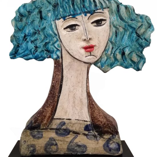 Scultura in caramica mezzo busto di donna con capelli azzurri