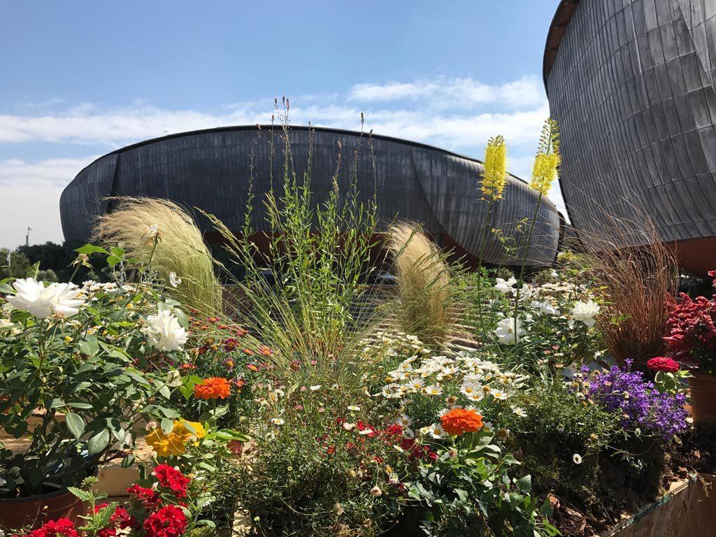 Giardino Pensile auditorium parco della musica con fiori Festival del verde e del paesaggio