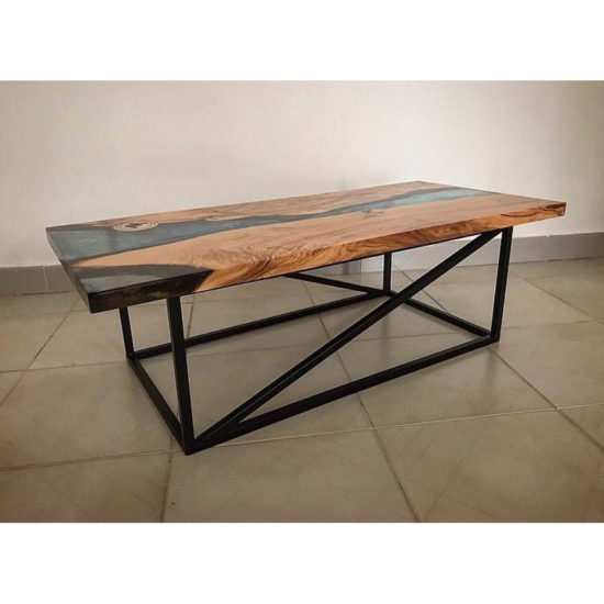 tavolino basso in ferro e resina trasparente in legno d'ulivo secolare