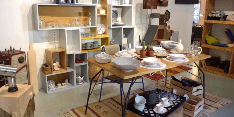 interno di negozio italiano articoli per la casa tavolo