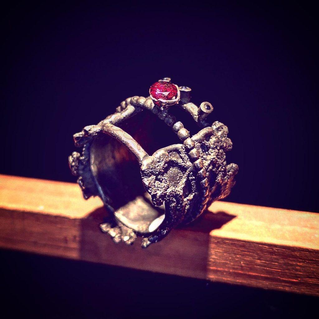 bracciale fatto a mano pezzo unico con pietra dura rubino