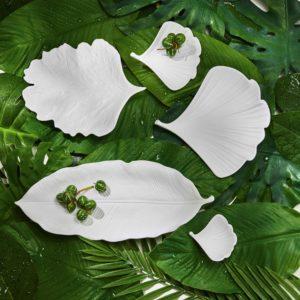 set vassoi a forma di foglia in porcellana bianca
