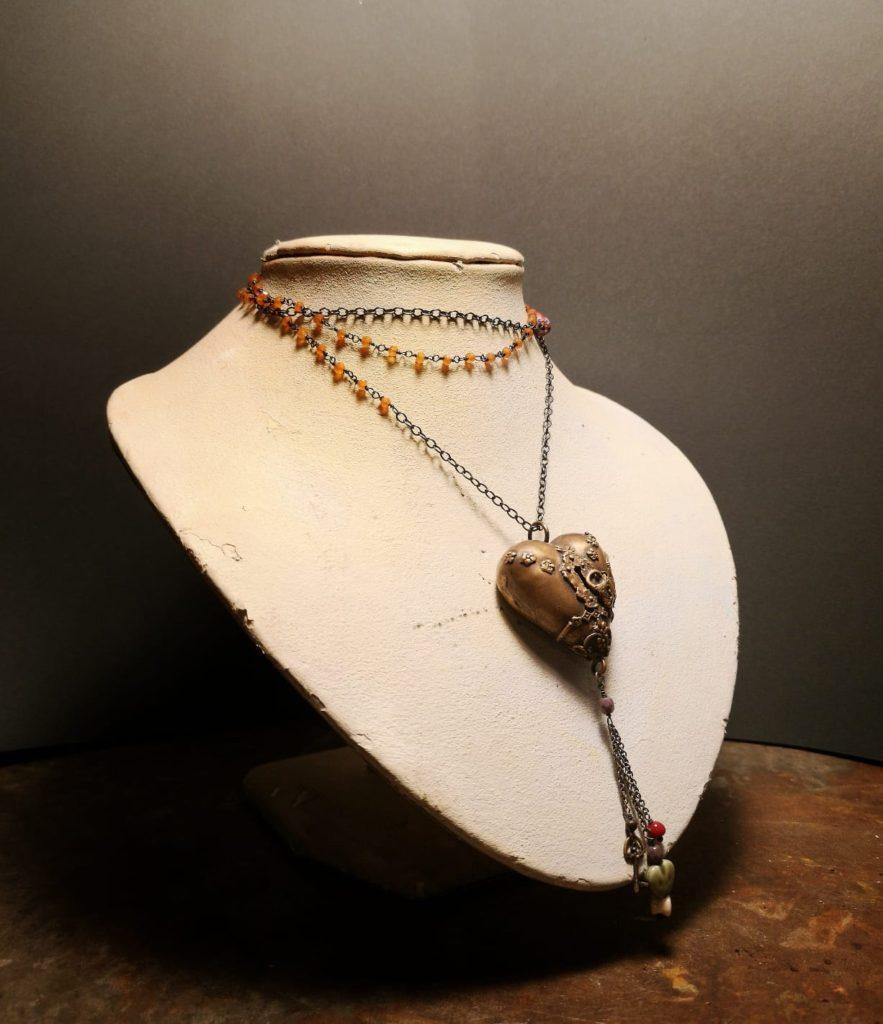 collana artigianale ottone con cuore votivo