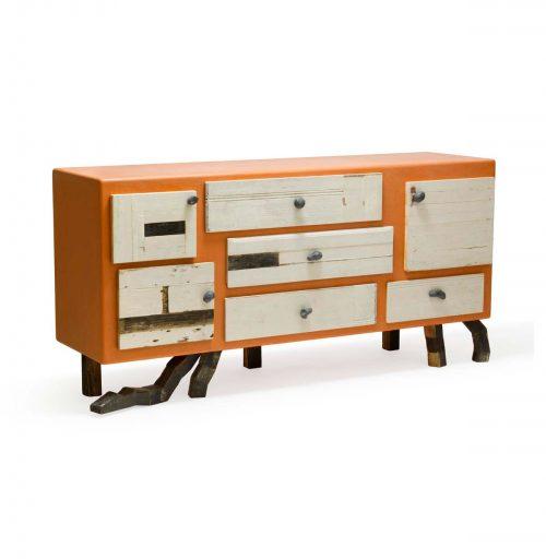 credenza con finitura resina arancio e cassetti legno recupero bianco
