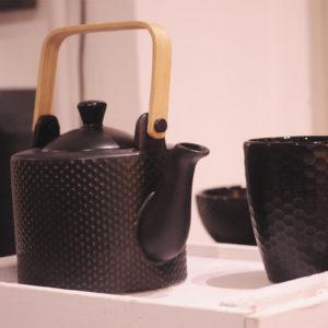 teiera con manico bambù e tazze gress nero asa collection
