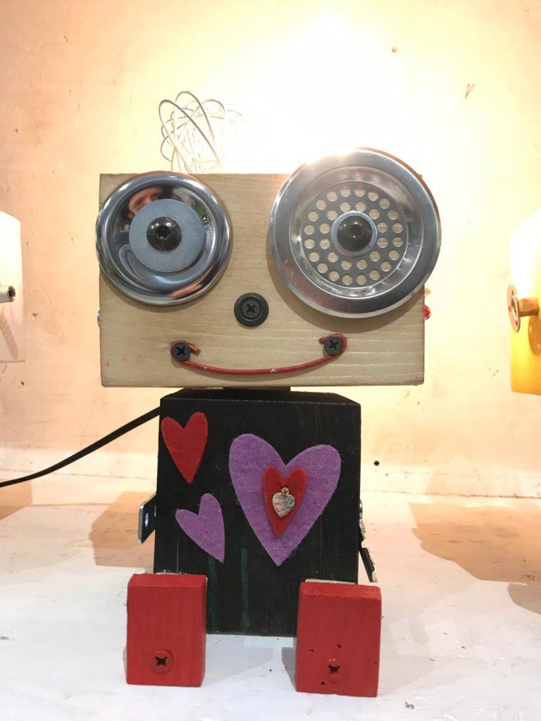 robot lamp wanos lampada da tavolo materiali di recupero