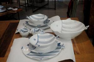 linea di piatti e vassoi in ceramica blu avio e grigio Virginia casa