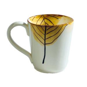 tazza con manico ceramica con decoro foglia gialla autunno lamina