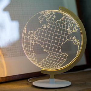 lampada con supporto metallo e legno mappamondo effetto tridimensionale